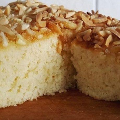 Buttermilch-Zucker-Mandel-Bleckuchen