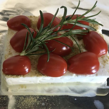 Grillfeta mit Tomate