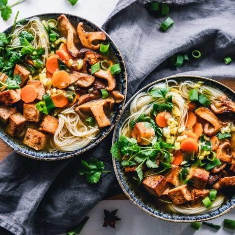 Glasnudeln mit Hühnerfleisch, Gemüse & Pilze