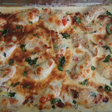 Mozzarella Hähnchen in Basilikum Sahne Sauce