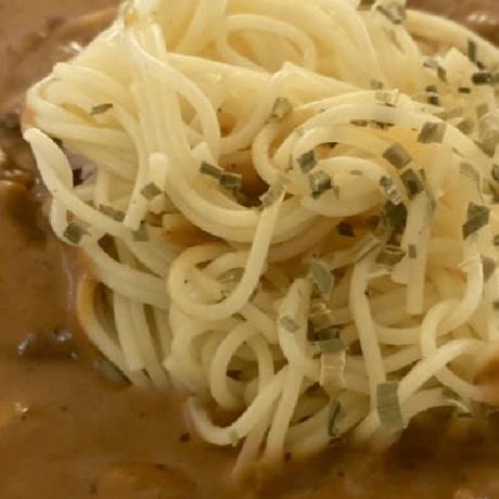 Chili – Knoblauch – Spaghetti mit frischen Champignions und Kräuter – Sahne – Soße