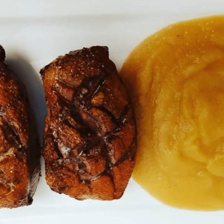 Gebackene Entenbrust mit Apfelmus aus Golden Delicious Äpfeln