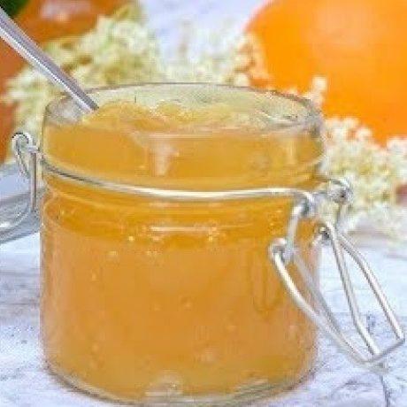 Selbstgemachtes Holunderblüten Marmeladen Gelee mit Bio Zitronen und Bio Äpfeln