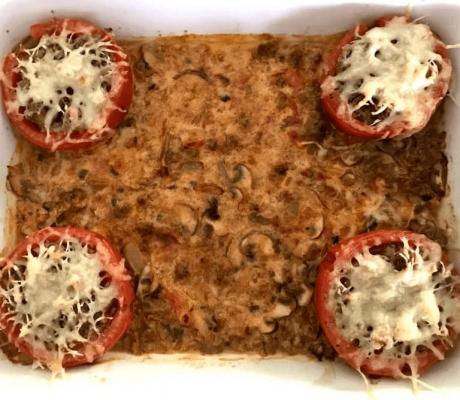 Gefüllte Tomaten mit Rinderhackfleisch, frischen Champignons, Basilikum und Emmentaler