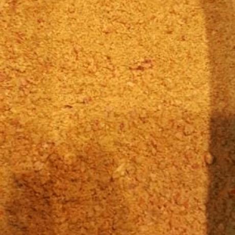 Selbstgemachtes Gemüse – Brühpulver mit frischer Paprika und Zwiebeln