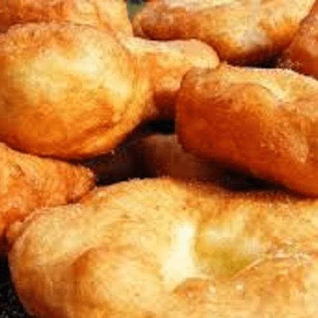 Vegetarische Ustipci – Bosnische Krapfen mit frischen Joghurt und gesunden Olivenöl