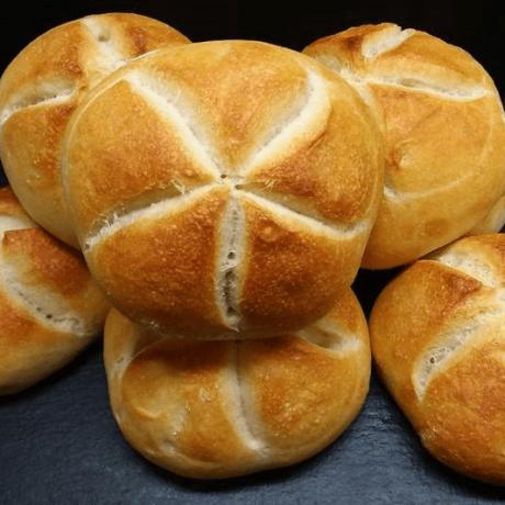 Frisch & Selbstgemacht – Leckere Butter – Brötchen