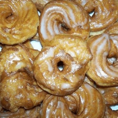 Gesunde Kokos Donuts mit Puderzucker