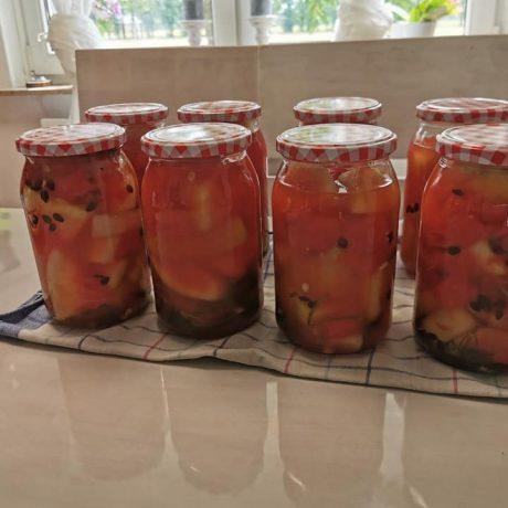 Eingelegte Wassermelonen mit frischen Knoblauch und Dill