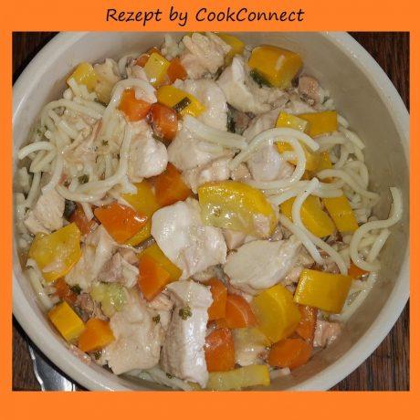 Hühnerbrust mit Mie Nudeln und frischen Möhren-Zucchini-Gemüse