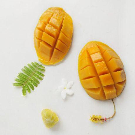 Mangopüree mit Pistazien und Vanilletopping