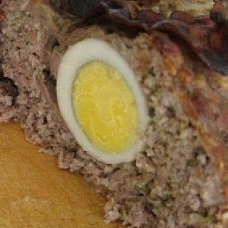 Falscher Hase mit Hackfleisch, Eiern und Zwiebeln