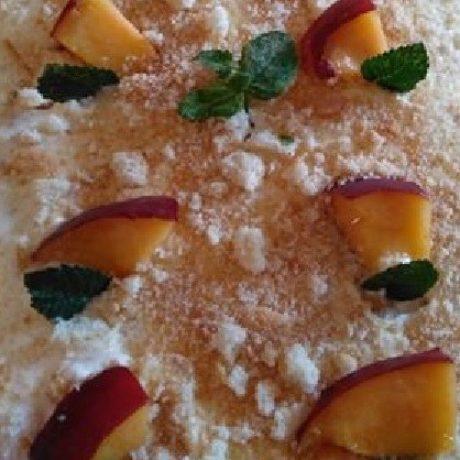 Fluffige Tiramisu mit Mascapone, Vanille, Pfirsich und Minzblätter