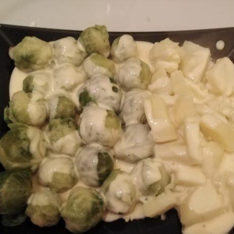 Rosenkohl mit Kartoffeln und Hollandaise-Sauce