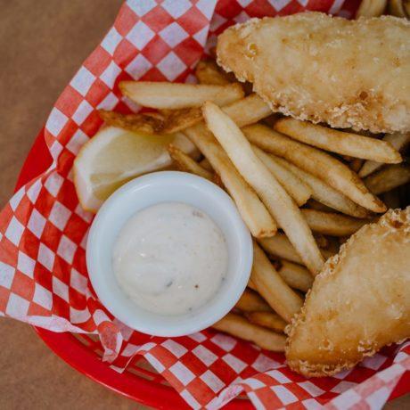Überbackener Fisch mit Chipskruste