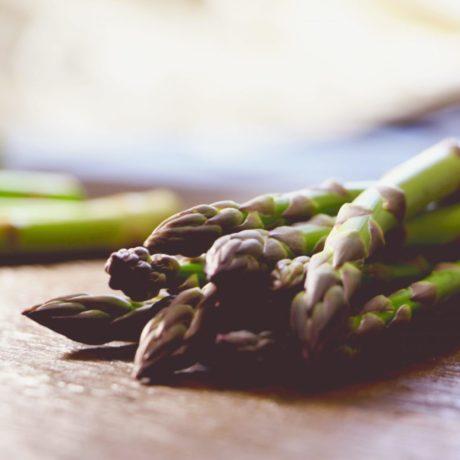 Grüner Spargel mit Ei-Vinaigrette