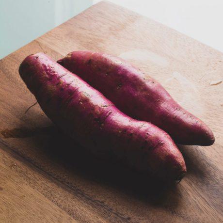 Süßkartoffeln mit Rucola und Pesto